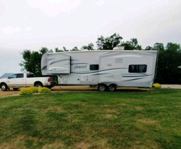 2004  Cedar Creek  Silverback 29RE