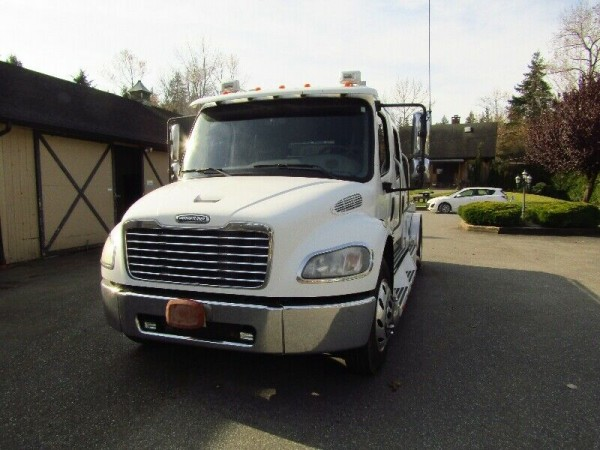 2005 Freightliner Sport Chassis