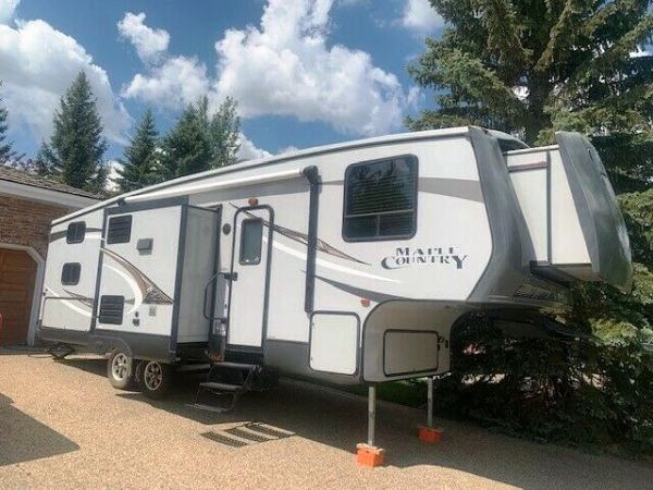 2014 Crossroads Maple Country 28BH