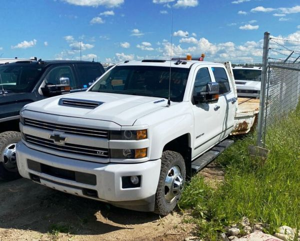 2018 Chevrolet Silverado 3500HD Flat Deck Dually