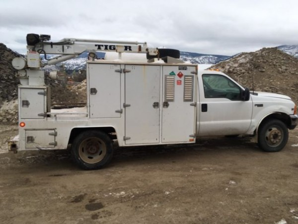 1999 F550 4x4 Service Truck with Crane