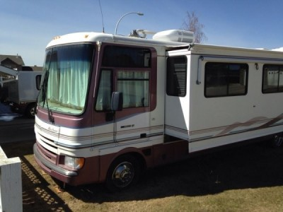 1999 Fleetwood Pace Arrow 37S