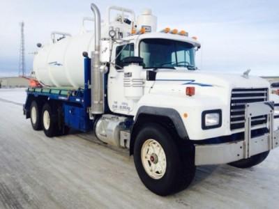1997 Mack 688 Vac truck