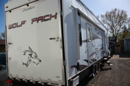 2009 Cherokee Wolf Pack Toy Hauler 306WP