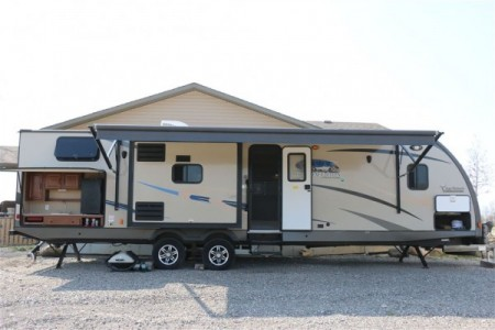 2014 Coachman Maple Leaf Edition 32BHDS