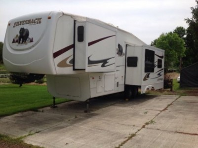 2006 Cedar Creek Silverback 33Ft