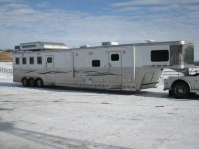 2007 Bloomer Evolution Horse Trailer