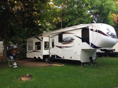 2011 Coachmen Brookstone 370mb