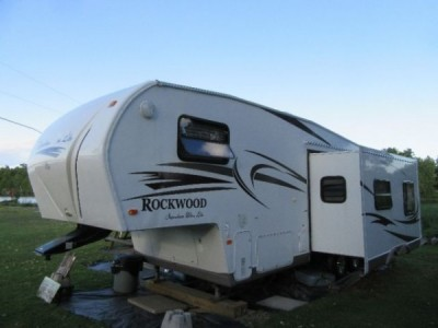 2011 Forest River Rockwood Signature Ultra Lite 8260WS