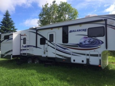 2012 Keystone Avalanche 34Ft