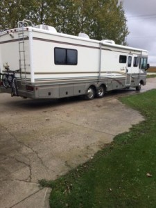 2000 Fleetwood Bounder 36Ft