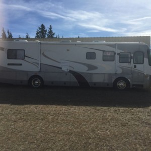 2005 Coachmen Country Coach 34Ft