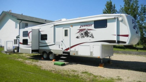 2008 Keystone Everest 330B