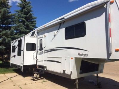 2005 Forest River Cardinal Platinum 33MK