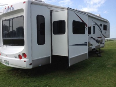 2006 Forest River Cardinal 37RL