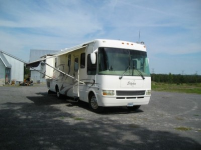 2005 National Dolphin 35FT