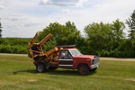1984 Ford F-350 + Vermeer TS44 Treespade Combo