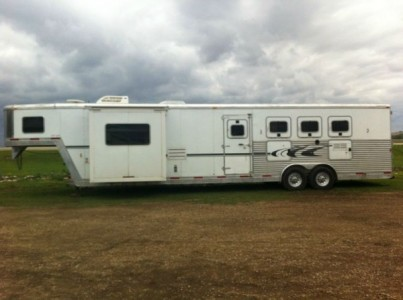 2005 Exiss 4 Horse Trailer with Living Quarters