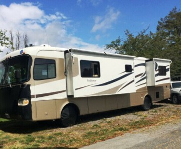 2001 Holiday Rambler Endeavor 40Ft