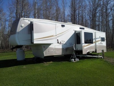 2004 Cedar Creek Silverback 37FT