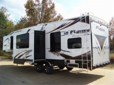 2009 Keystone  Fuzion Touring Edition 302 Toy-Hauler