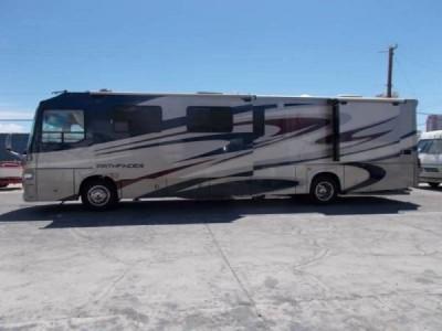 2008 Coachmen Pathfinder 40Ft