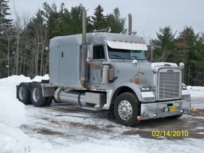 2000  Freightliner  Classic Mid Roof