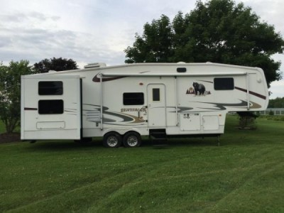 2006 Cedar Creek Silverback 34Ft